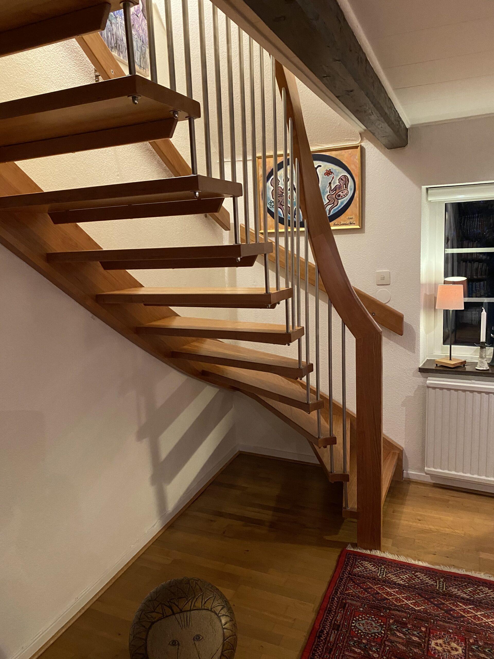 trappa i trä, modern, svängd