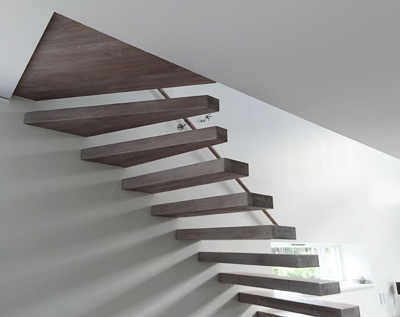 Flytande trappa med svävande trappsteg.