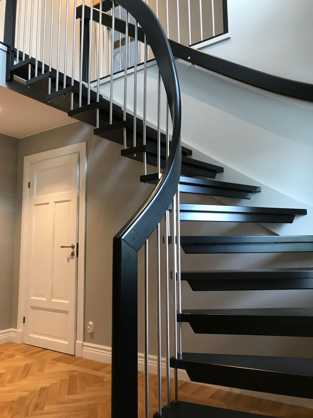 Modern trappa svart
