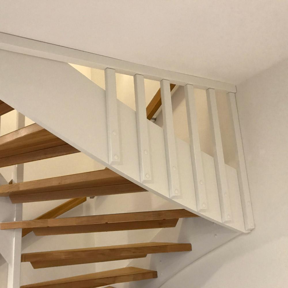 trappa i trä och vitt